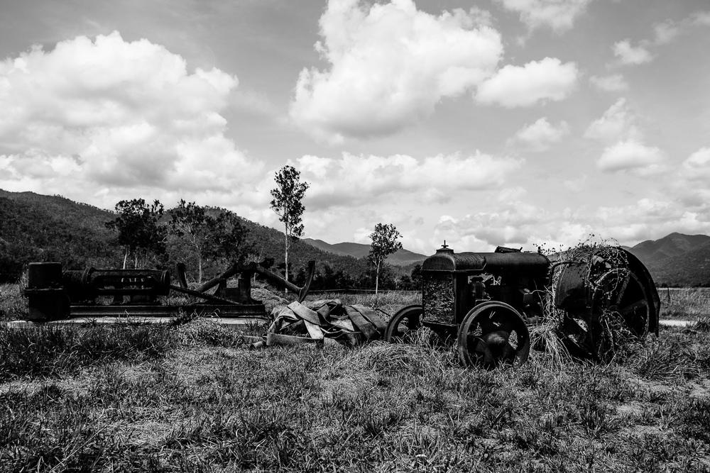 Achtergelaten landbouw voertuigen leverden een leuke plaat op.