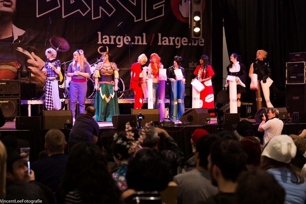 Op het hoofd podium de cosplay compo