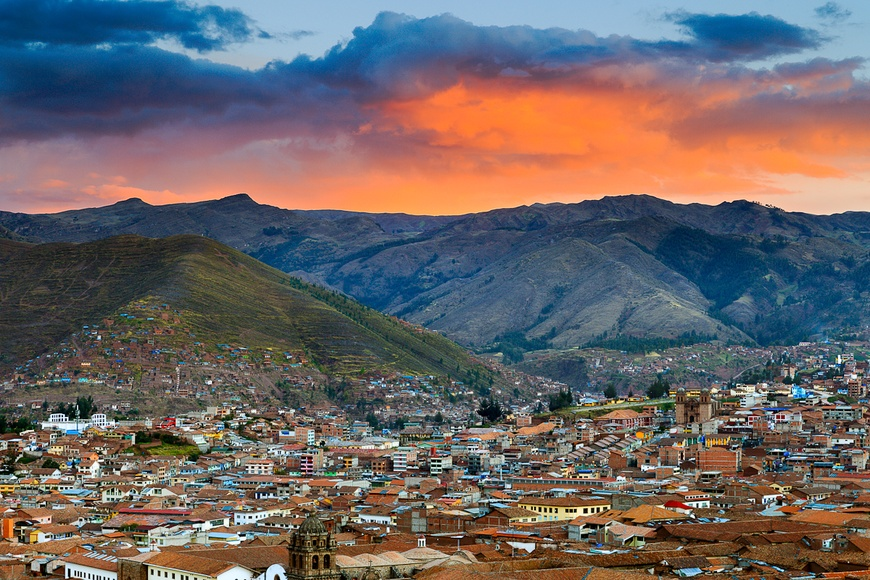 Enjoy the Peruvian Andes, from the former capital of the Inca empire, while exploring the archaeological remains and Spanish colonial architecture, a short drive from Machu Picchu