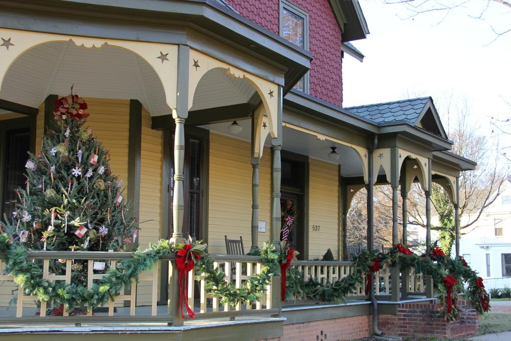 Polk House Outdoor Decorating 2016.JPG