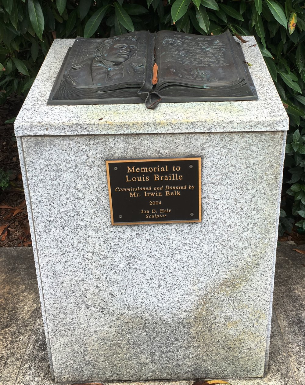 Memorial to Louis Braille.jpg