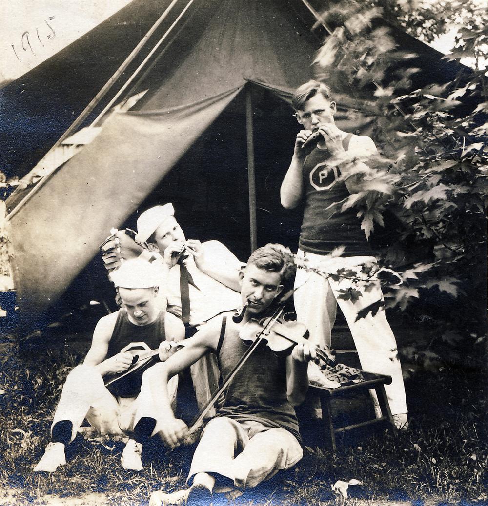 ap3317-1915b.jpg