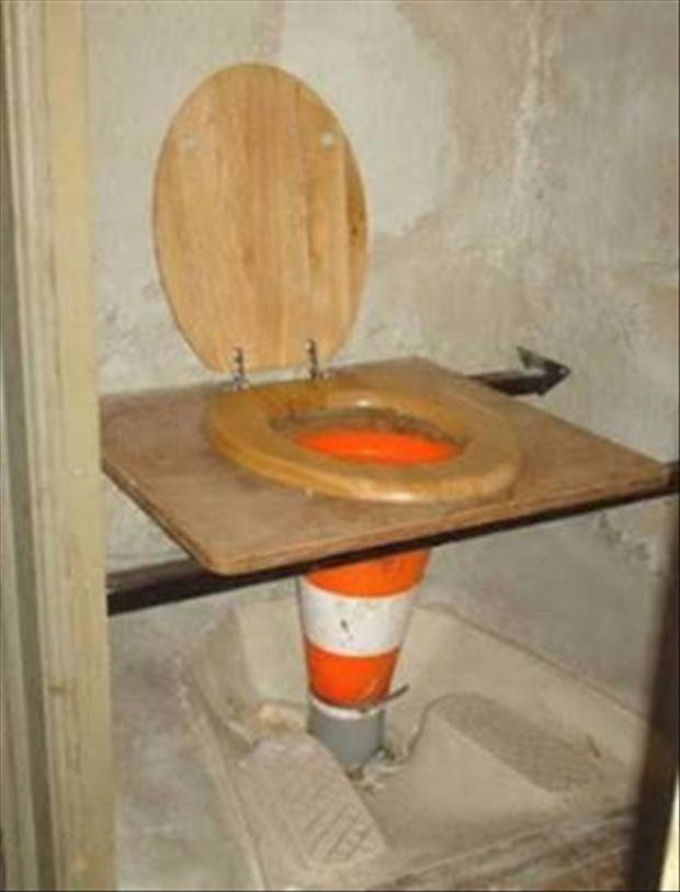 funny-plumber-bathroom-fixes-dumpaday-13.jpg