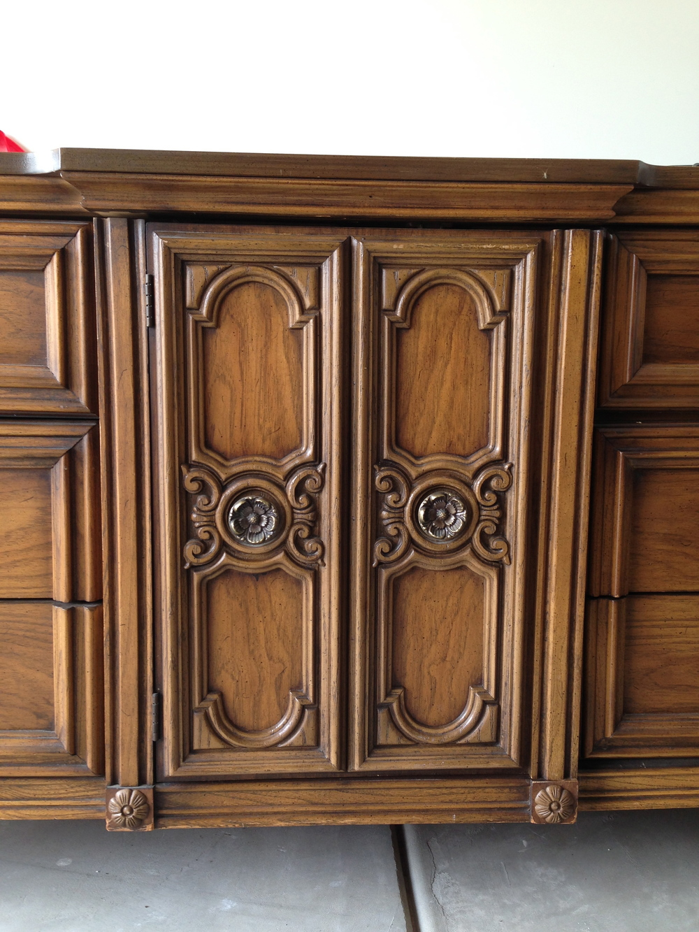 The middle panel of the dresser featured this cabinet door with beautiful detail
