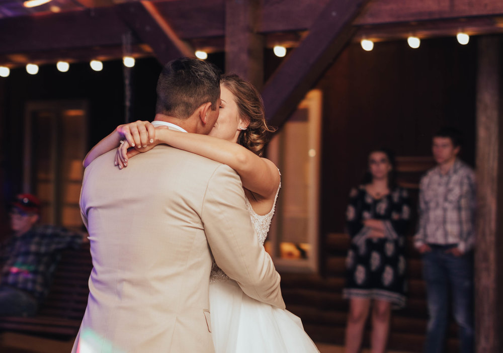 23Charis_Lauren_Nashville_Wedding_Photographer_.jpg