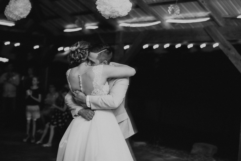 26Charis_Lauren_Nashville_Wedding_Photographer_.jpg