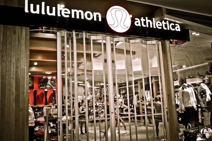 lululemon store by http://www.flickr.com/photos/sushizumetokyo/
