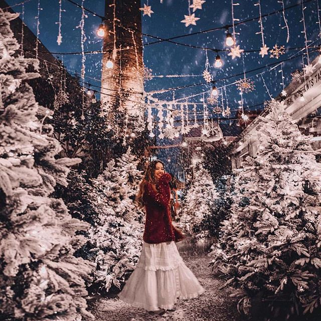 It's beginning to feel a lot like Christmas. Especially when we see this from the incredible @taramilktea @thegrounds in our 'Seaside Daisy' dress #faint#sopretty #snowflakes #christmas 🎄🎄🎄🎁🎁🎁 Just amazing!