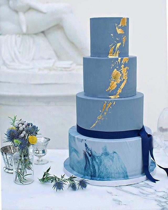 cakes that make us go 😍 #TheNewModernBride