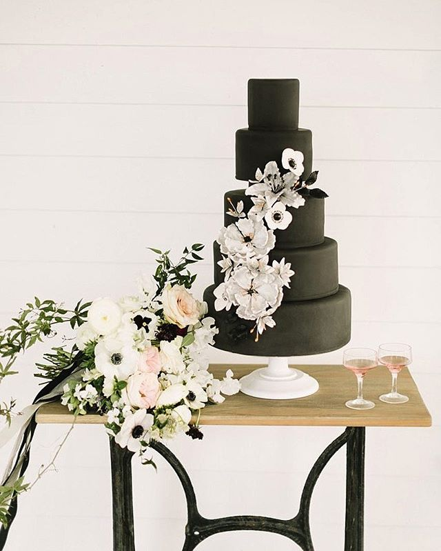 Would you go for a nontraditional black wedding cake for your special day? Comment below and let us know what you think! 🍰🖤