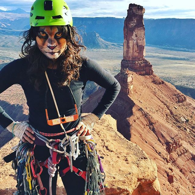 Whatever you do, don't fall asleep. I'm coming for you! HAPPY HALLOWEEN 👻 Fine Jade was nothing but spooktacular #halloweenisalifestyle #lionfacepaint #climbing_is_my_passion #mehron #greettheoutdoors #getoutstayout #tradisrad #utahgram #moab
