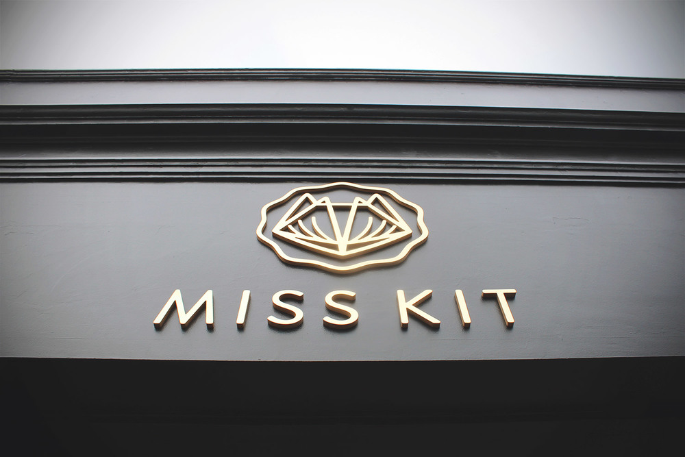Miss-Kit-Academy-Salon-02.jpg