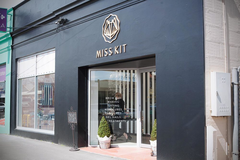 Miss-Kit-Academy-Salon-03.jpg