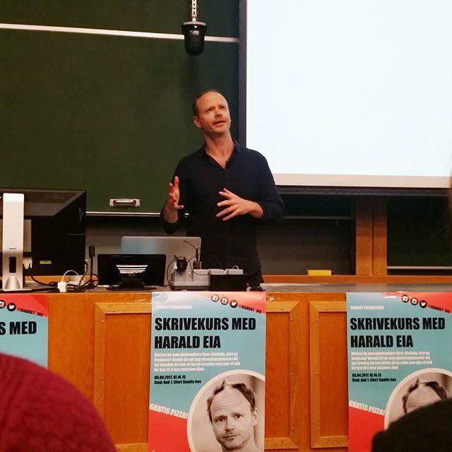 Takk til Harald Eia og alle som kom på vårt siste arrangement for semesteret! Vi ser frem til å invitere flere spennende foredragsholdere neste semester. 😃  #UiO #sioforeninger #studentforening #foreningslivet #SiO #heistudentliv #unioslo #nettverk #haraldeia #skrivekurs