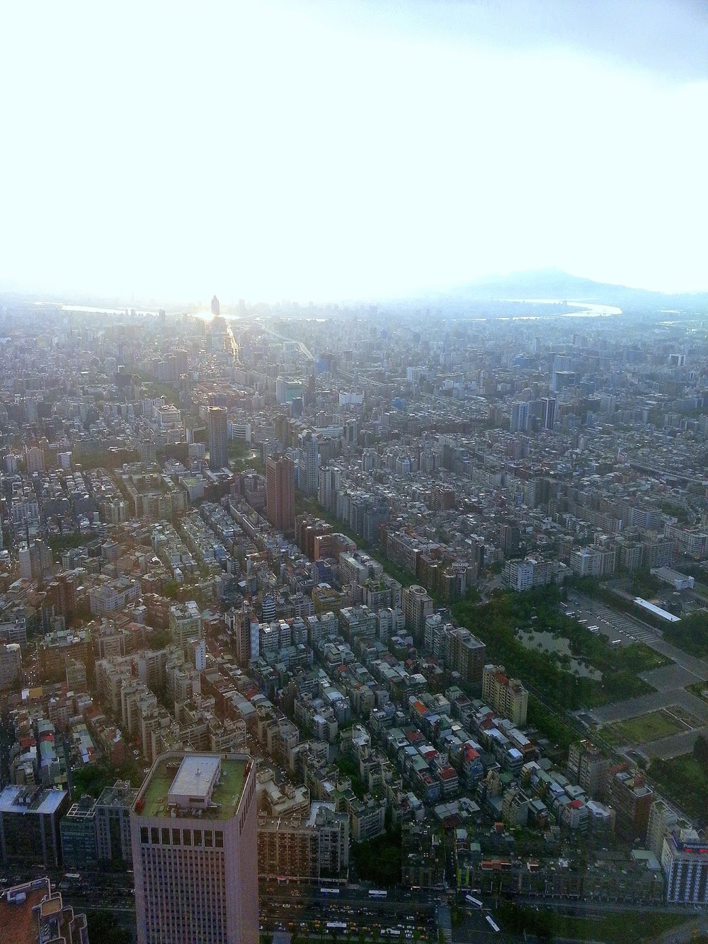 Taiwan%2BTaipei%2B101%2BSkycraper%2BTop2.jpg