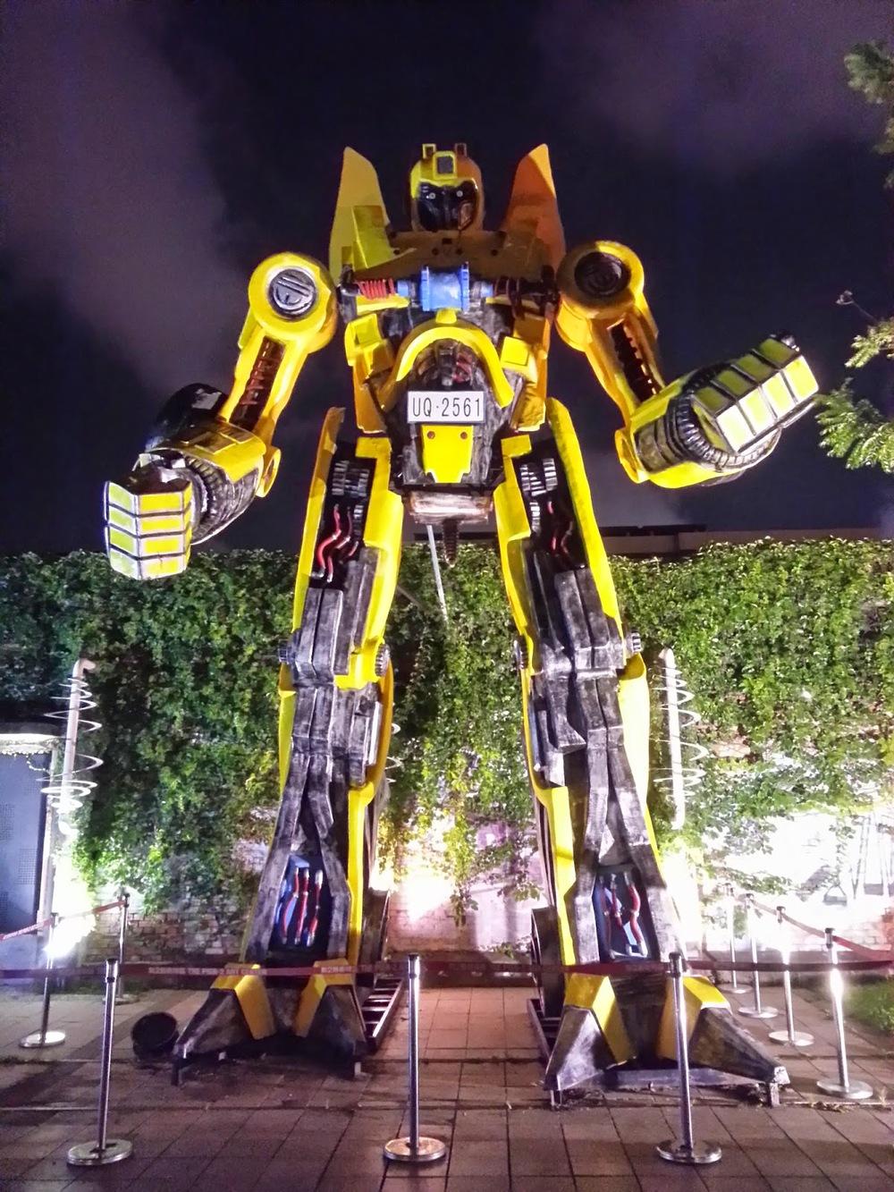 Taiwan%2BKaohsiung%2BBumblebee%2BTransformers.jpg