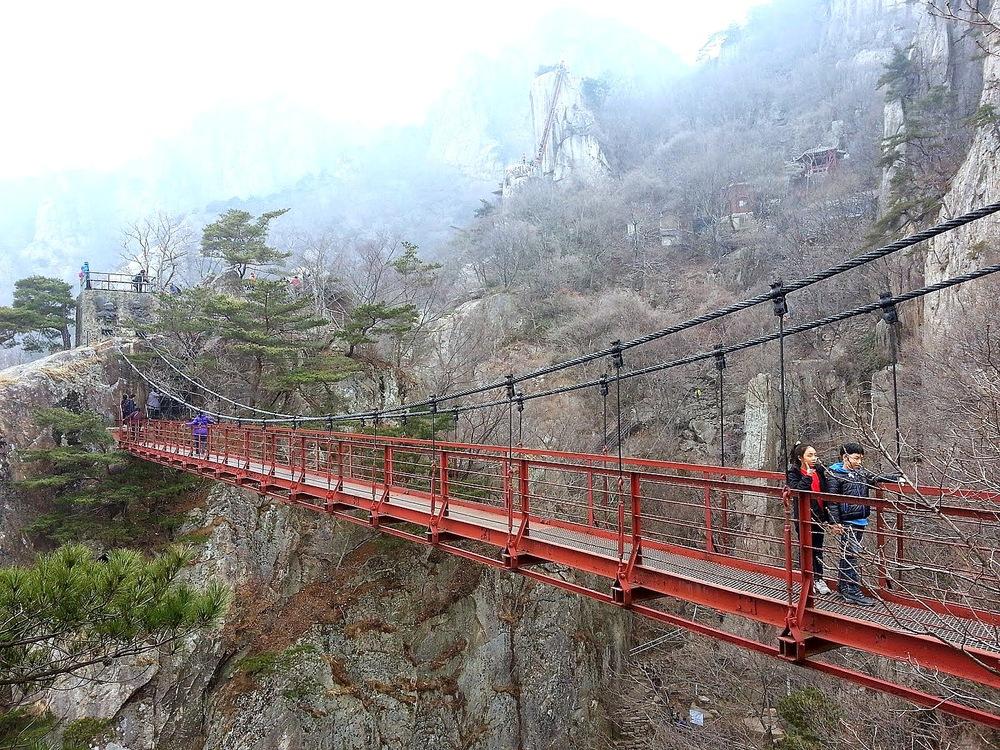 Daedunsan Hiking Korea Suspension Bridge1.jpg