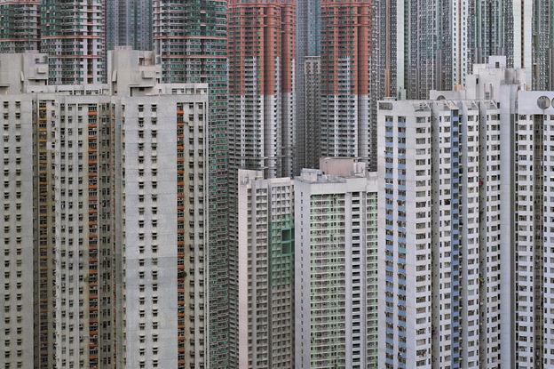 Michael Wolf'un gözünden Hong Kong. Yaklaşık 100 bin insan, 3 milyon fare ve milyarlarca hamamböceğine ev sahipliği yapacak bir kompleks.Sol alttaki dairelerden üç tanesine bir kaç fareyle ortak girdik temelden, hayırlısı.