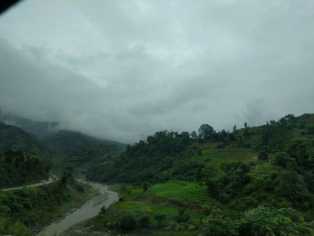 Bulutlar manzaranın sabit parçaları, bu mevsim boyunca kımıldamıyorlar