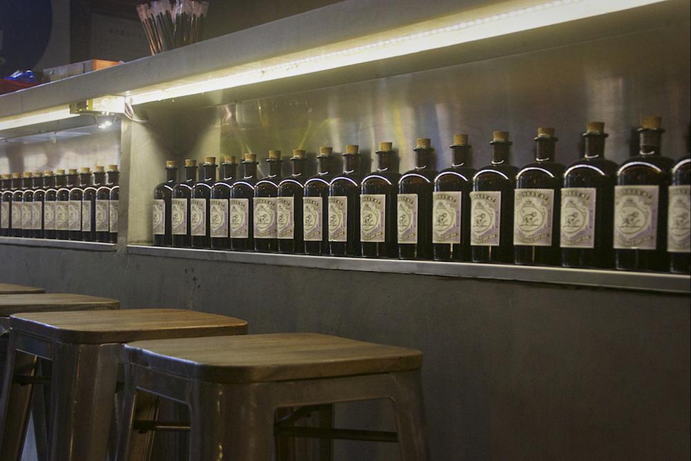 近几年特别潮的 Monkey 47 杜松子酒在这里只*卖 600 元,混合 Tomas Henry 奎宁水的金汤力是 78 元一杯