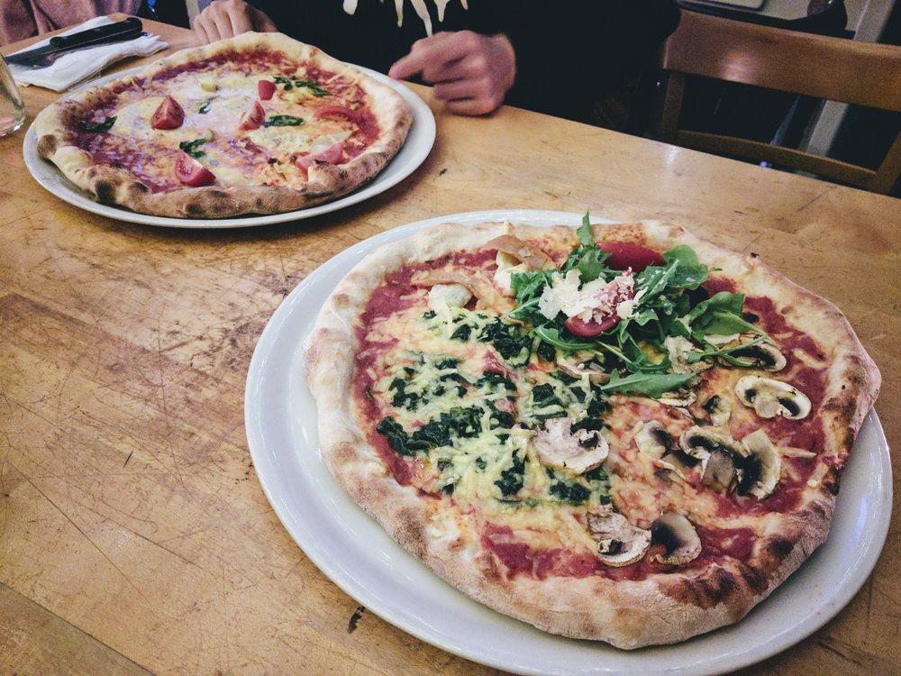 Sfizy Veg 的老板是意大利人,他们的素披萨种类繁多,甚至比一些普通披萨店都多, 一份 7-8 欧左右就能搞定