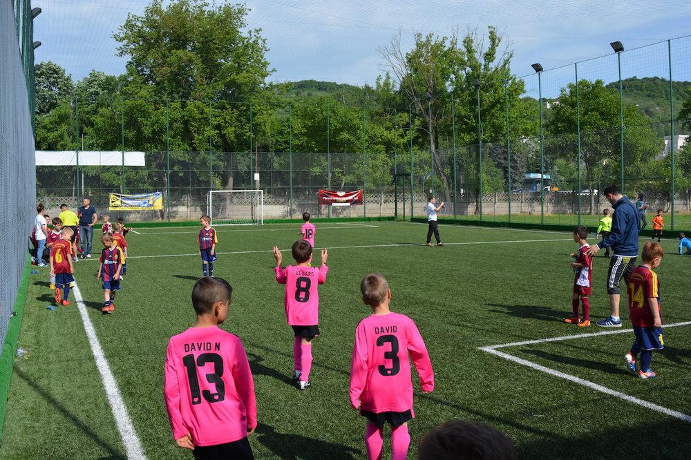 antrenamente fotbal sintetitic copii