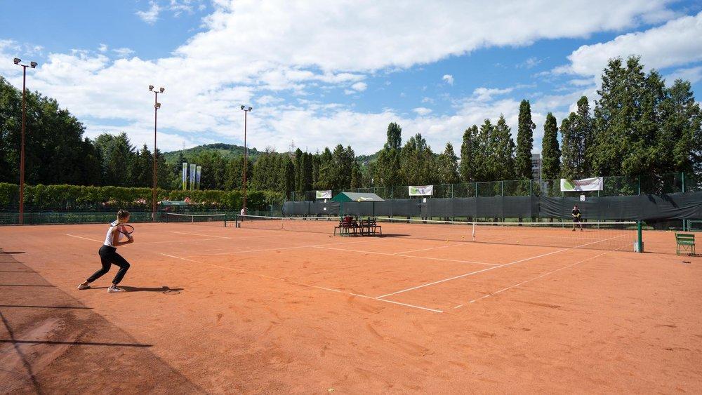 Abonament flexibil - iti faci rezervare la terenuri si joci tenis in functie de cum iti permite programul