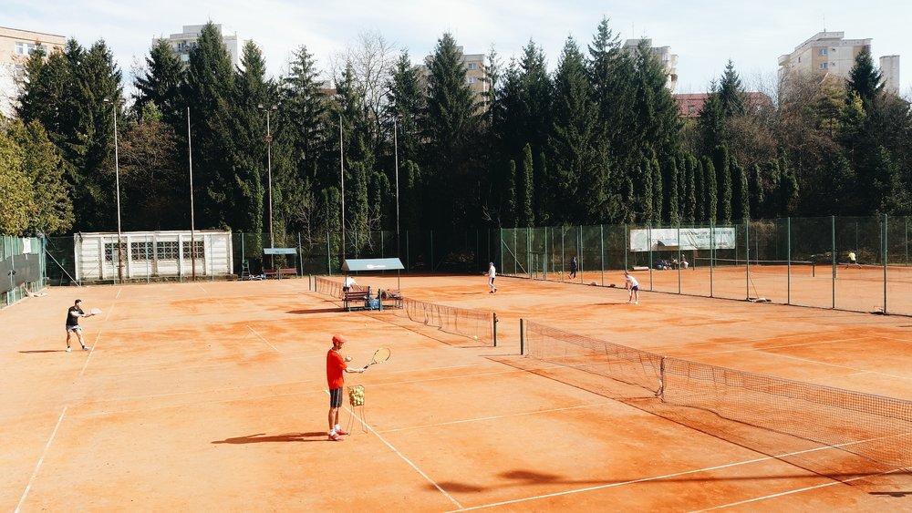 Tarif foarte avantajos - joci tenis cu doar 5 lei/persoan/zi