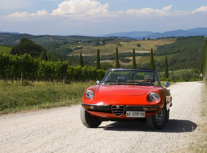 alfa-romeo-duetto-Tuscany.jpg