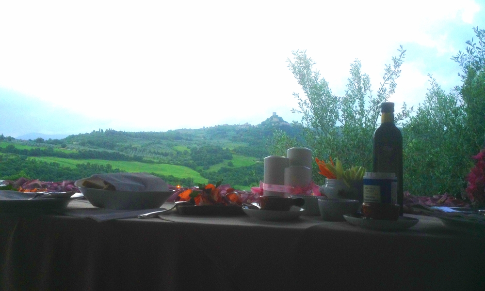 Tuscan aperitif in secret place