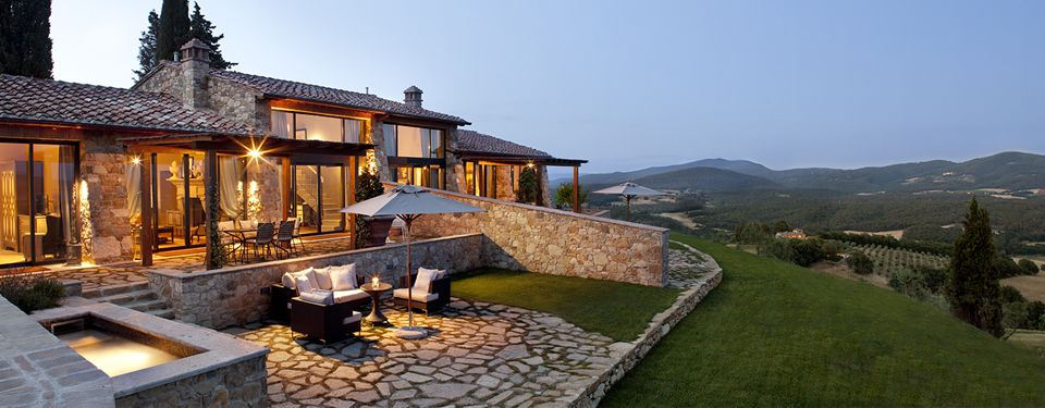 Intimate 2-bedroom villas in the heart of Tuscany with fabulous views all around