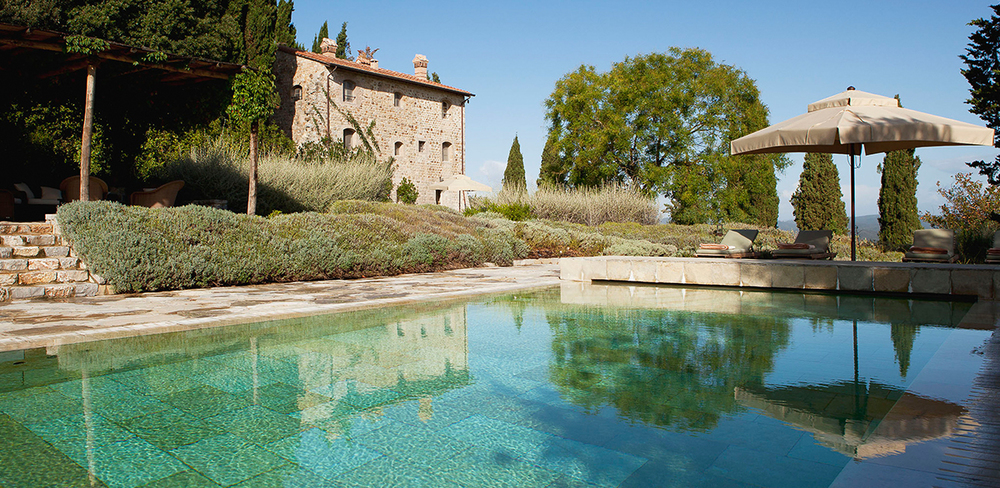 3-bedroom villa overlooking the most beautiful Tuscan spots, perfect for families or small groups of friends.