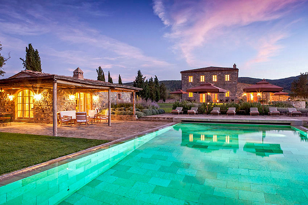 Stunning Villa in Tuscany with heated outdoor pool in natural stone and a pergola-covered barbeque terrace