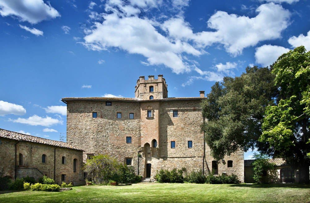 Castle-for-rent-Tuscany.jpg