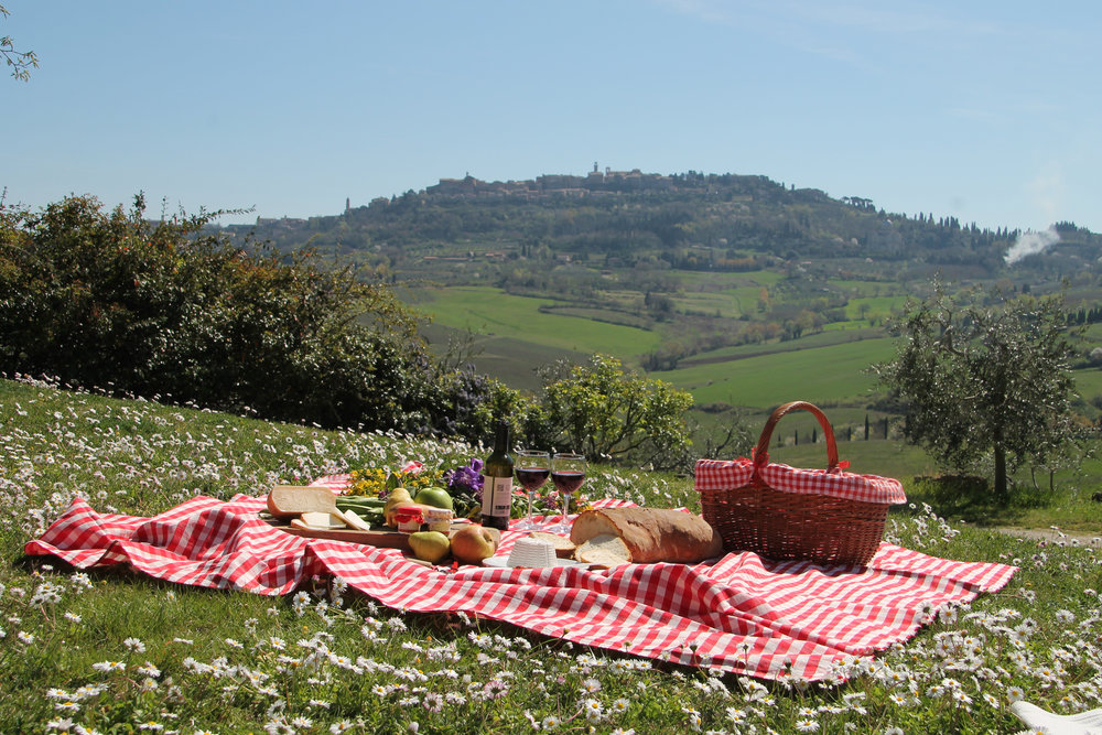 Picnic-Tuscany-wine-holiday.jpg