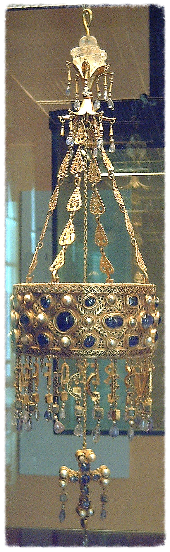 King Reccesuinth's votice crown is set with sapphires. Image from Wikipedia.