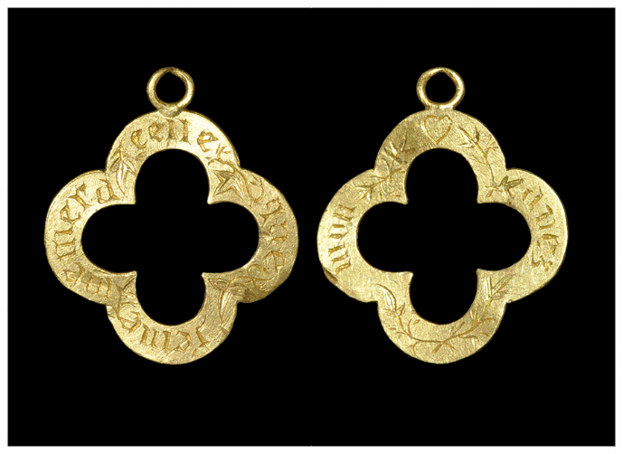"Medieval gold quatrefoil ""remember that you love me"" posy pendant. 15th century."