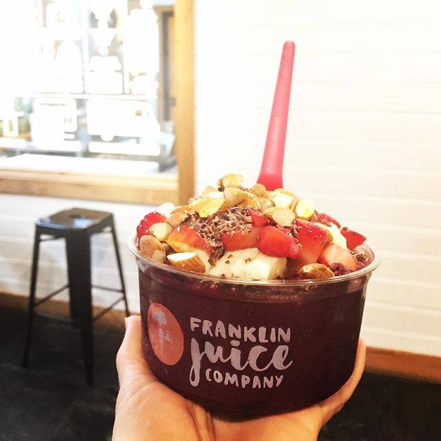 My first acai bowl ever at @franklinjuice @thefactoryatfranklin Why did I wait so long?!? This one had cacao nibs, granola, almonds, and honey- what toppings do you like on yours? #healthy #food #instafood #instafit #nutrition #tennessee #franklin #nashville #acaibowl #superfood