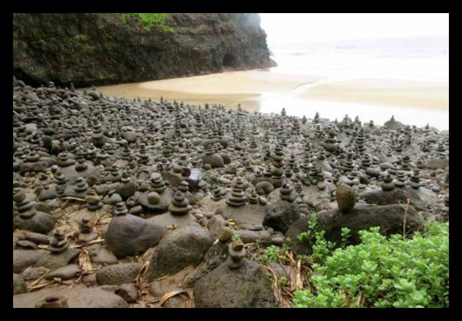 Hanakapi-ai Beach cairns