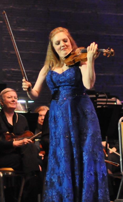 Rachel Barton Pine plays an encore of Paganini at Rachel Barton Pine: Beethoven & Mahler