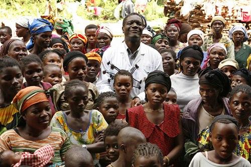 Docteur Mukwege et ses patientes de l'Hôpital de Panzi