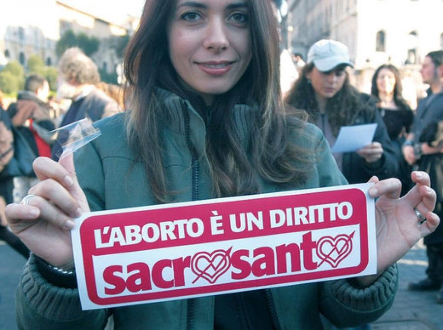 """Photo      SEQ Photo \* ARABIC    1       - """"L'avortement est un droit sacré"""", Rivoluzione, 2017"""