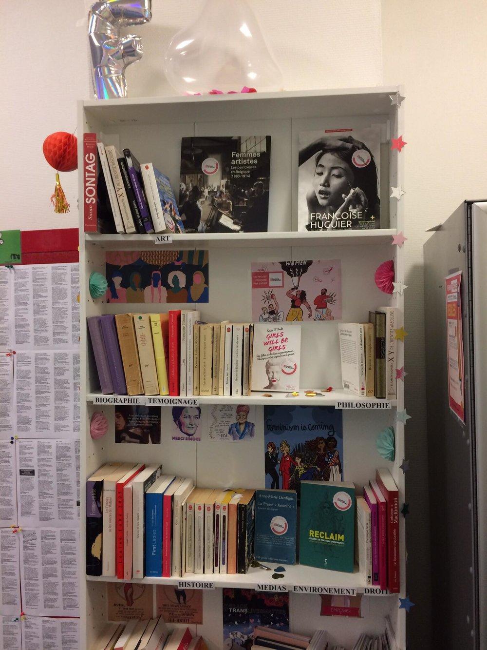 Notre Féministhèque - Exclusivement fournie en ouvrages féministes de tous les horizons, la Féministhèque est l'aboutissement d'un long travail de collecte, tri, recensement des livres qui la composent, pour permettre à toutes et à tous d'en profiter librement.INFOS PRATIQUES : MIE Bastille. 50 rue des Tournelles, 75003 Ouvert du lundi au vendredi de10h à 22h et le samedi de 10h à 19h.