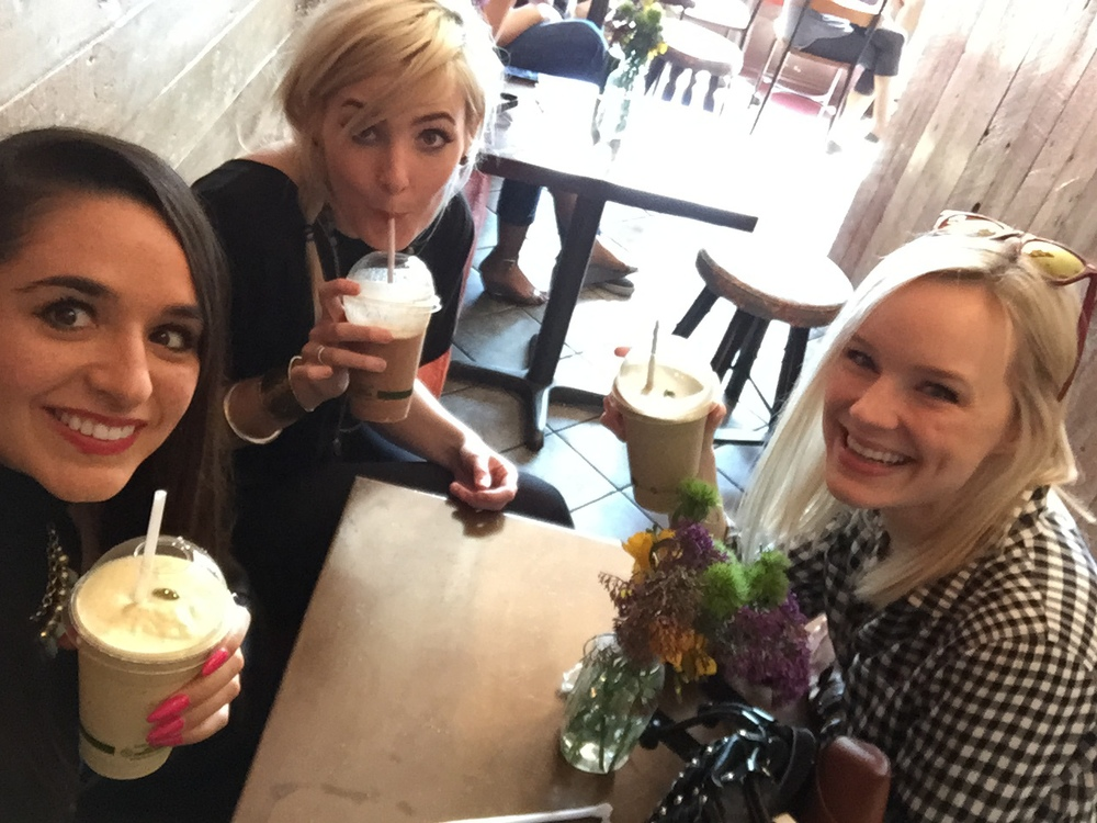amazingggg vegan place in LA (The Punchbowl) with the BESTTTT smoothies ever.