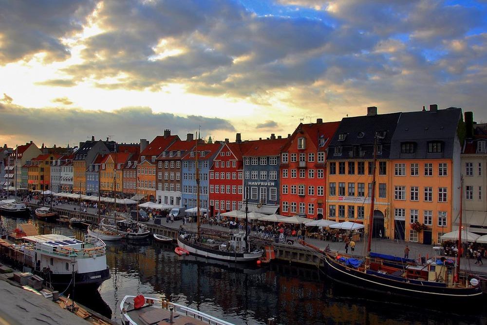 copenhagen-canal-shops1.jpg