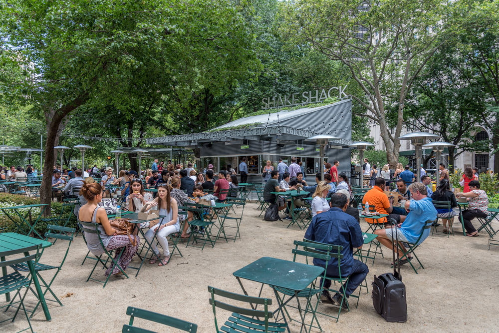 ROCK MAMA NYC LIFESTYLE BLOG - THE SHAKE SHACK AT MADISON SQUARE PARK