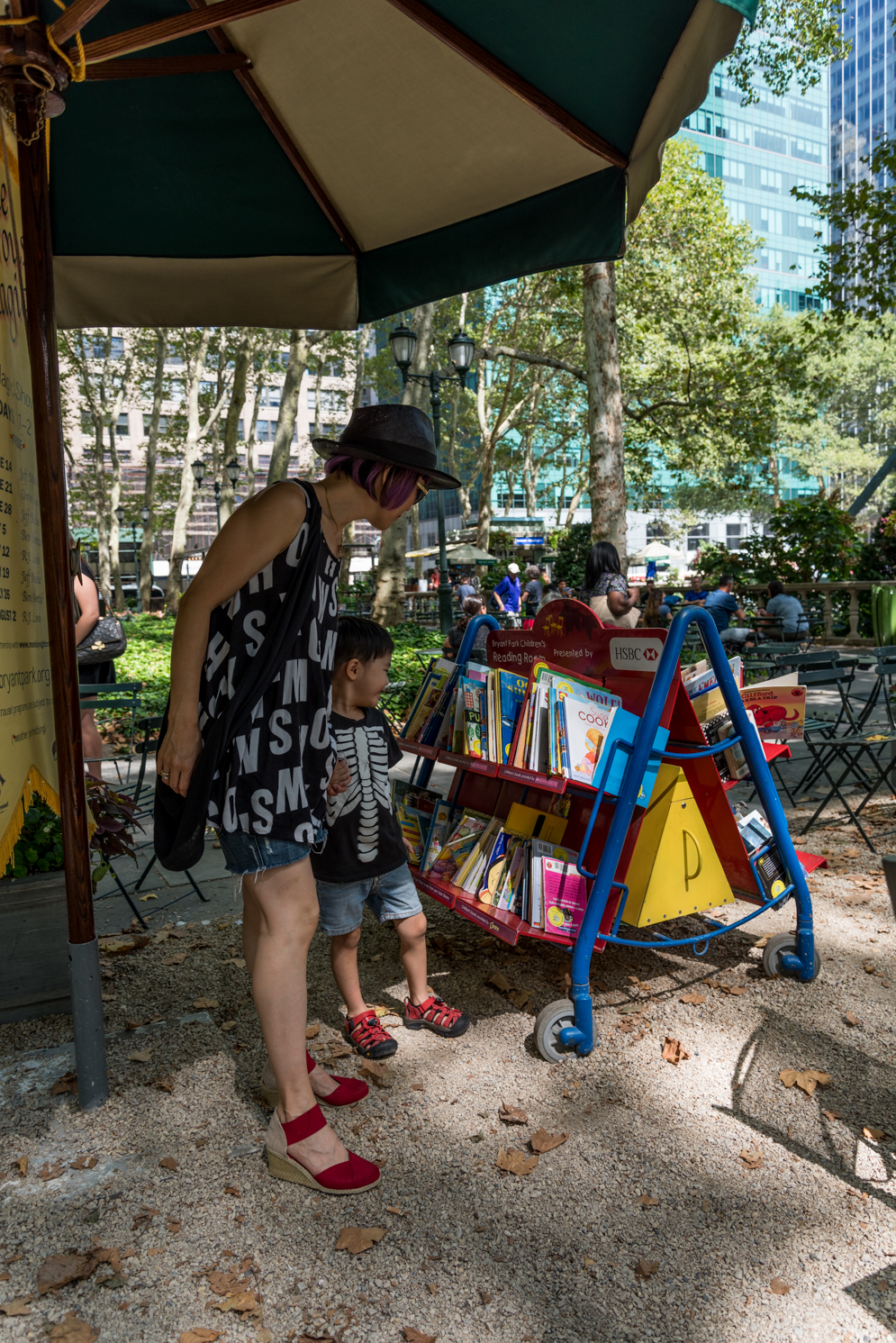 ROCK MAMA NYC LIFESTYLE BLOG - FUN SUMMER TIME AT BRYANT PARK