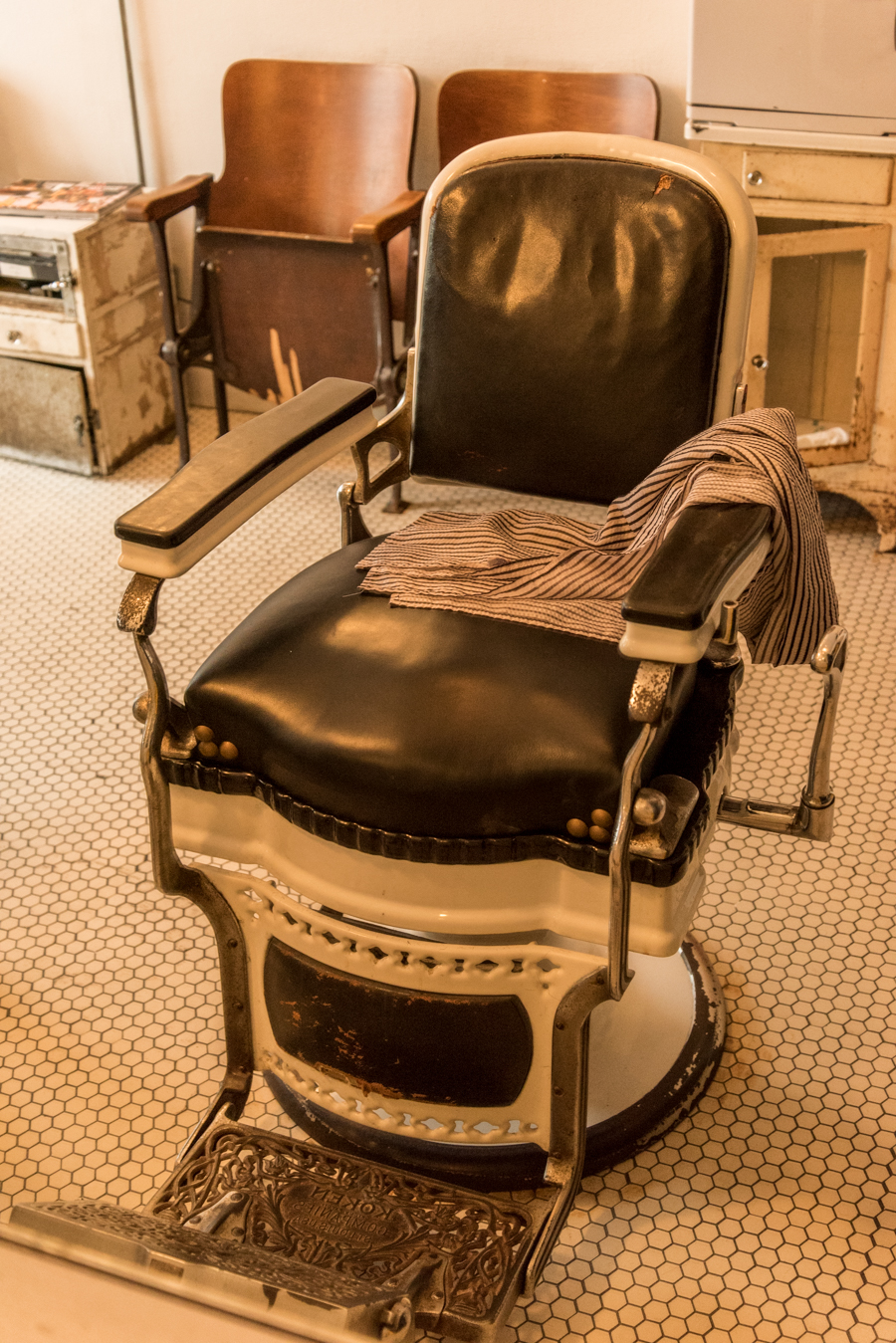 ROCK MAMA NYC LIFESTYLE BLOG -   BLIND BARBER NYC