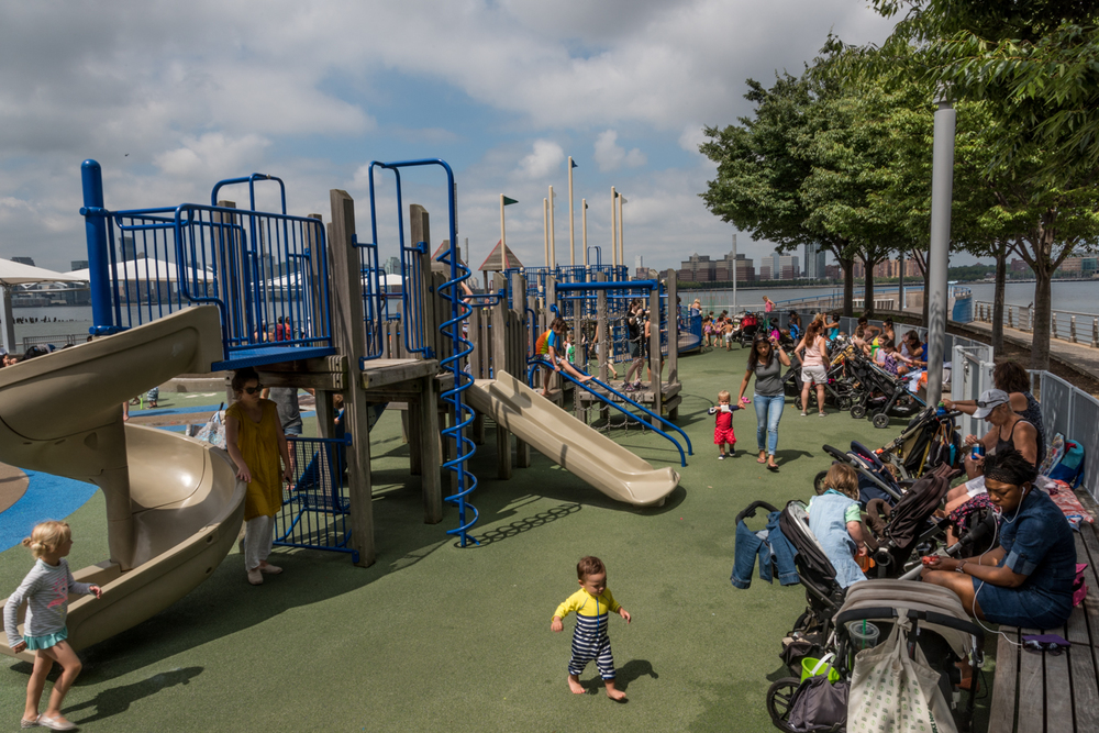 ROCK MAMA NYC LIFESTYLE BLOG-  THE BEST KID'S WATER PARK IN NEW YORK CITY - PIER51