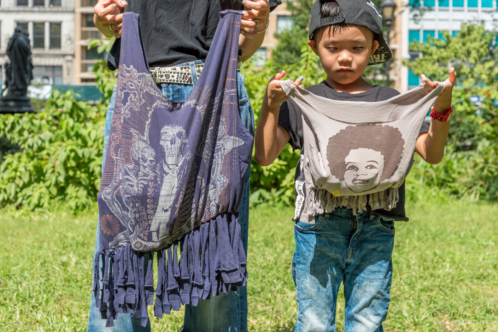 rockmamanyc Lifestyle blob-How To Make A No Sew T-Shirts Fringe Bag